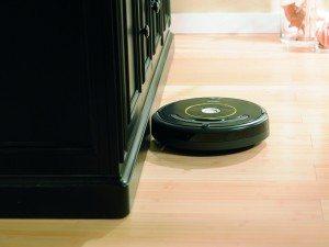iRobot Roomba 650 vor Schrank