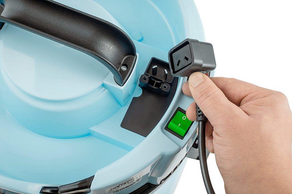 Anschluss mit Kabel vom Numatic Boden-Staubsauger im Test